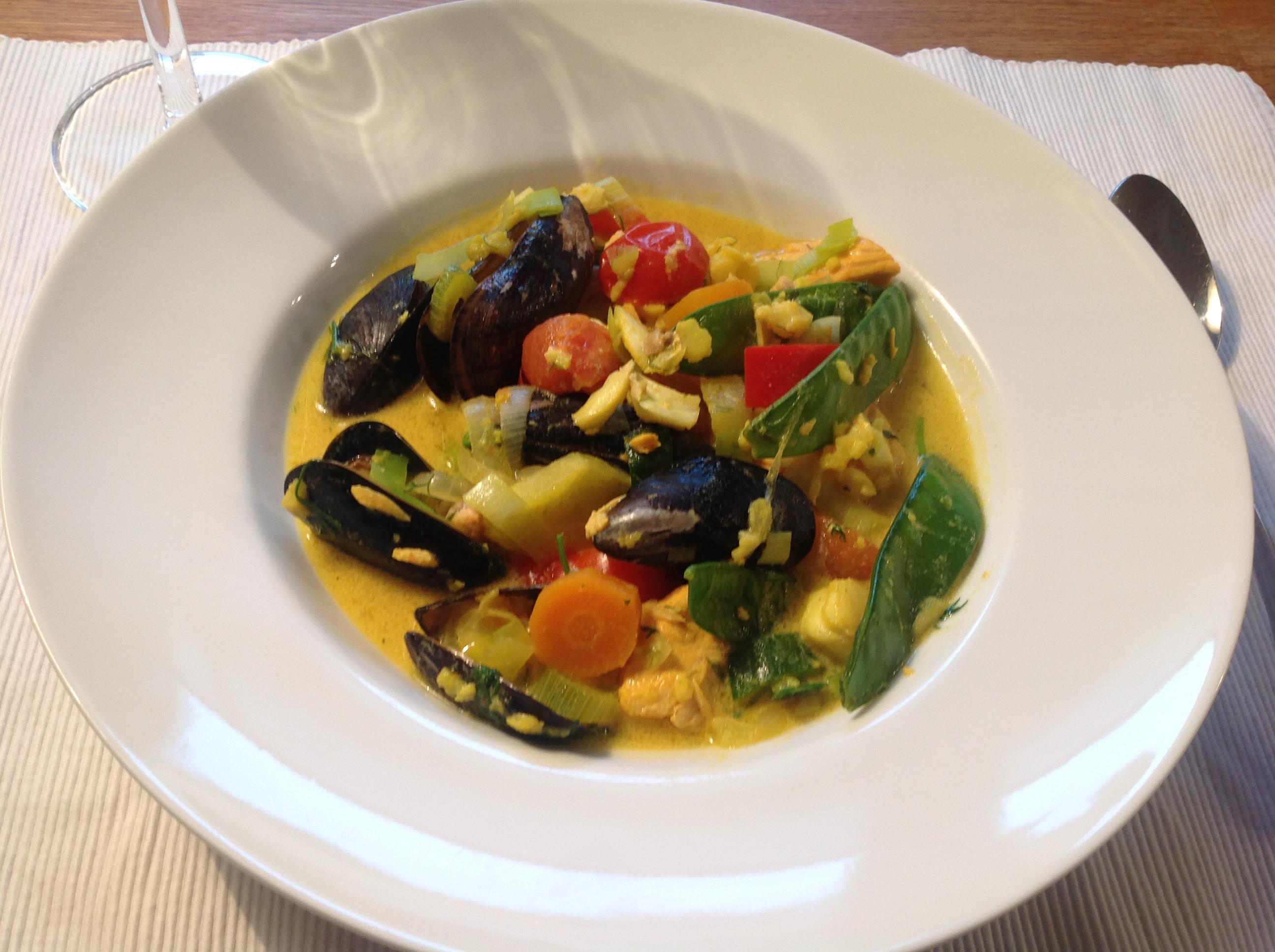 Fisksoppa med saffran och musslor