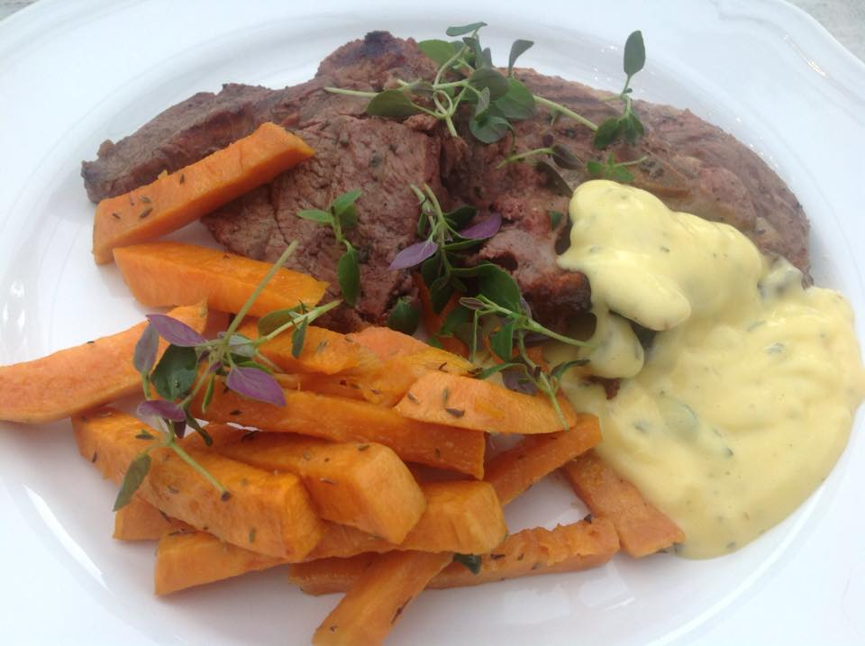 Bearnaisesås kött och sötpotatis